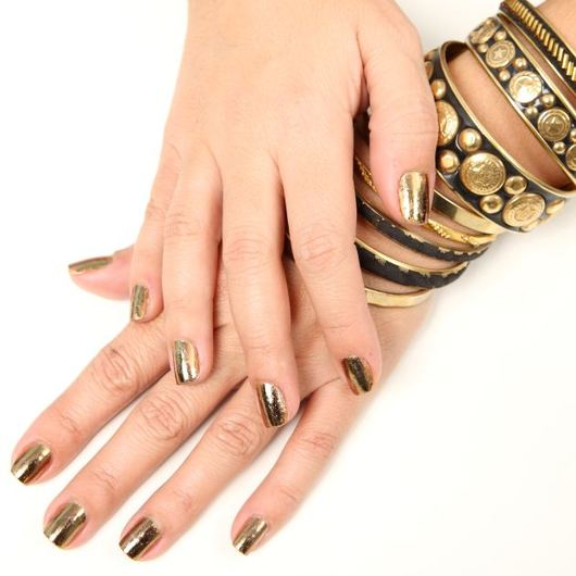http://www.tlife.gr/files/Image/BEAUTY/2010/HOW%20TO%20BODY/NAILFOILS/resized/teliki_530_530.JPG