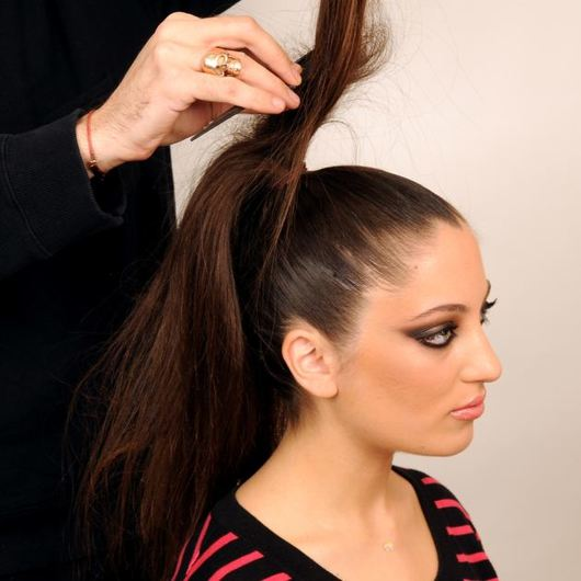 http://www.tlife.gr/files/Image/BEAUTY/2012/HOW_TO_HAIR/TOP_KNOT_PLEKSIDA/resized/7_530_530.jpg