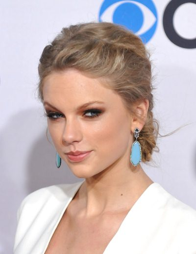 src=http://www.tlife.gr/files/Image/BEAUTY/2013/BEAUTY_NEWS/JANUARY/10_1/taylor_swift.jpg