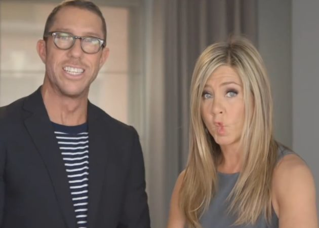 Backstage video: Η J. Aniston διαφημίζει λακ και ναι, δεν την έχεις ξαναδεί έτσι!