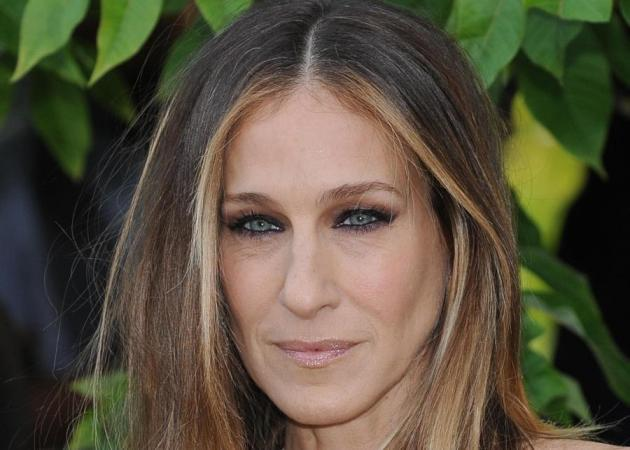 New year, new do! Η Sarah Jessica Parker σκούρυνε... κααααπως τα μαλλιά της!