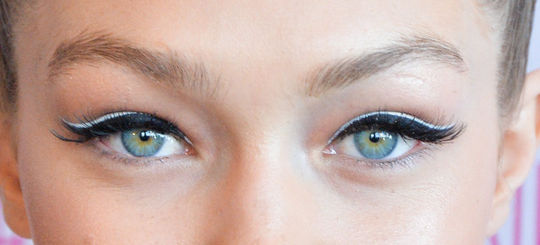 src=/files/Image/BEAUTY/2015/BEAUTY_NEWS/JUNE/5_6/gigi-hadid-eyeliner-maybelline-double-white-close-w540.jpg