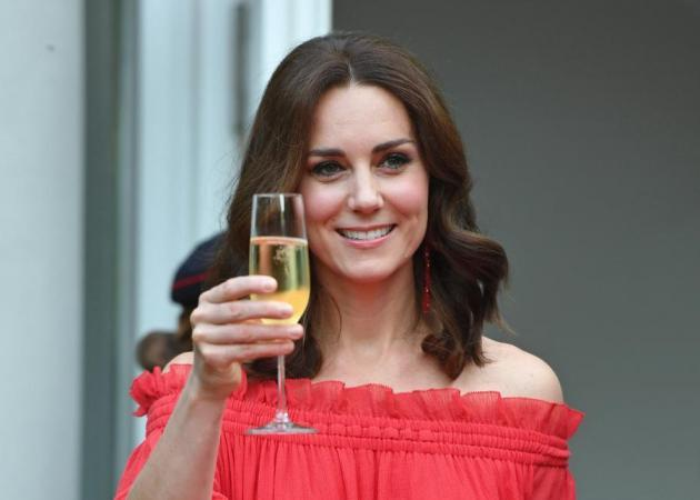 Cheers to the changes! H Kate Middleton με καρέ!