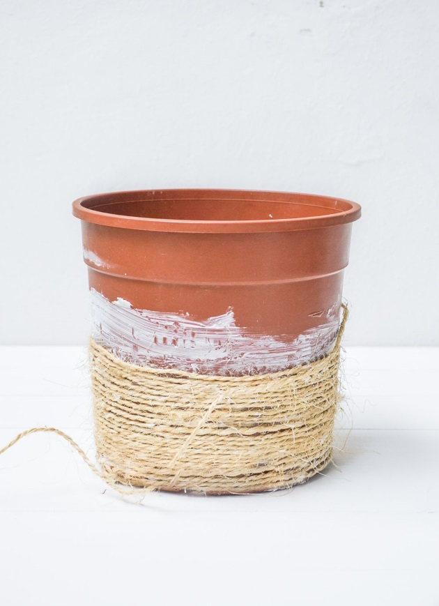 How to make a plastic plant pot