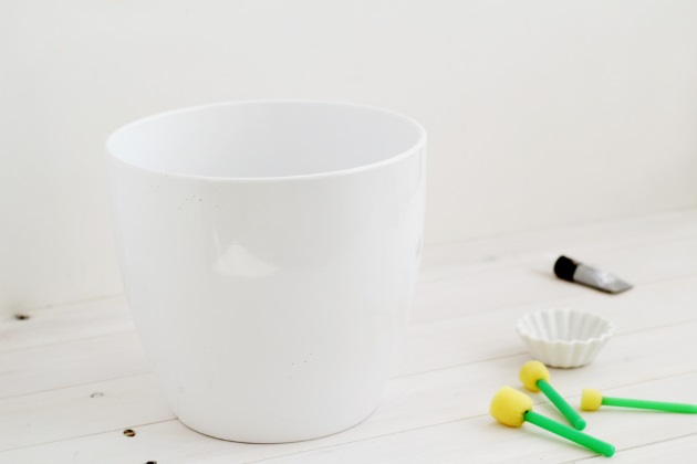 How to decorate a pot with moles