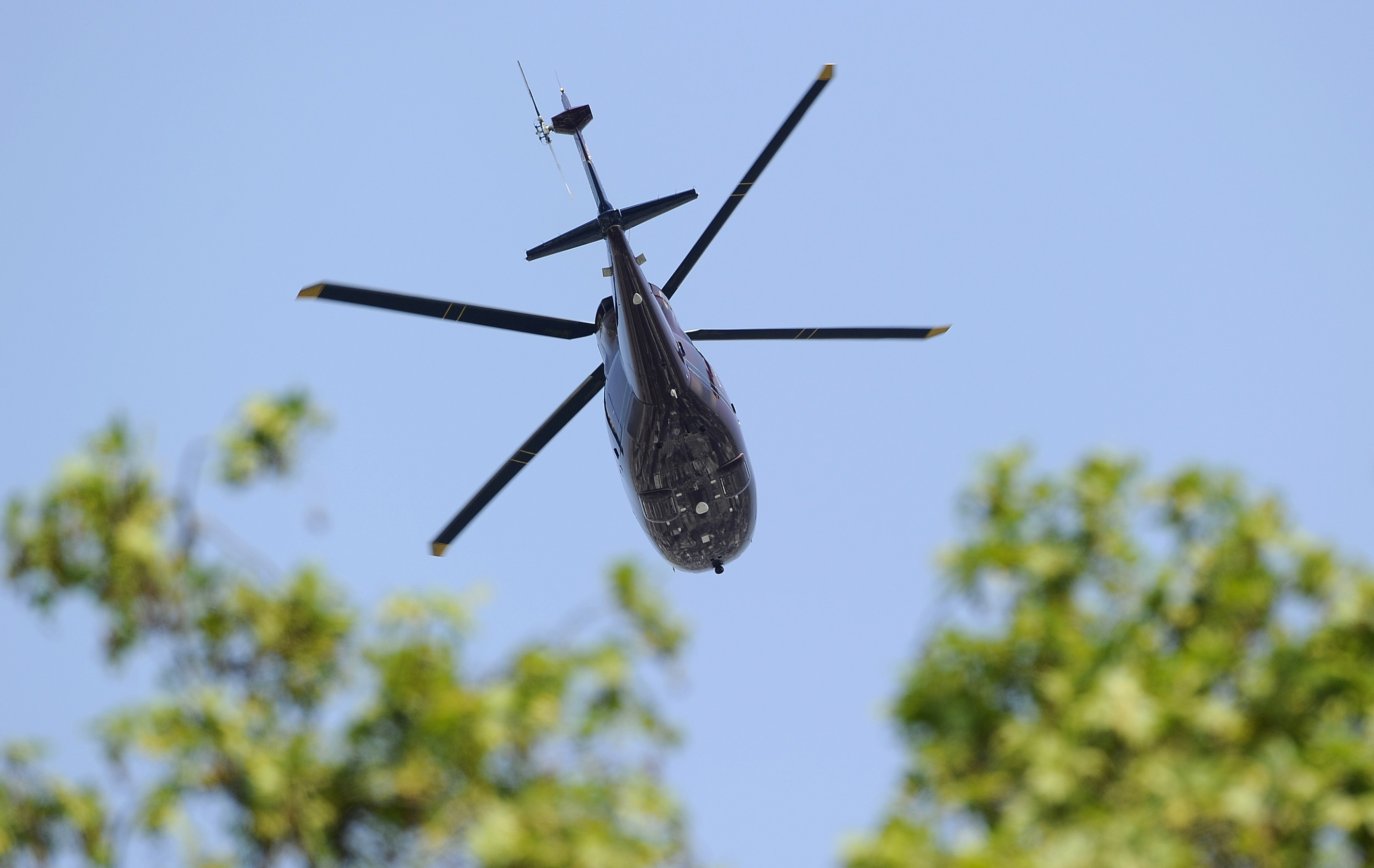 http://www.tlife.gr/files/Image/NEWS/2011/APRILIOS/30-04-2011/elikoptero.JPG