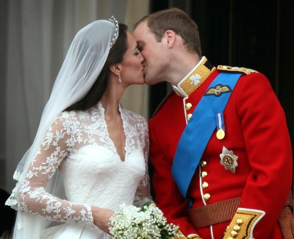 f4c80bfe87f7 Oι διάσημοι λαμπεροί γάμοι του 2011! - TLIFE