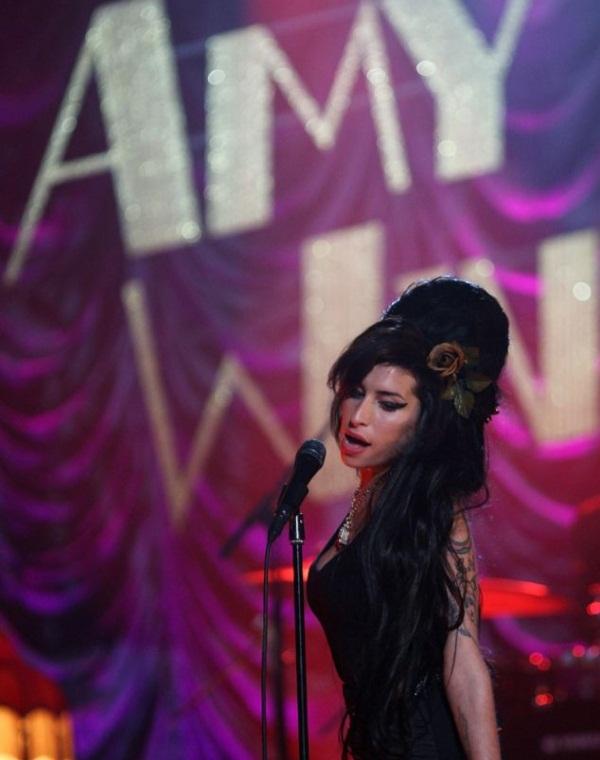 amy15 A. Winehouse: Η ραγδαία άνοδος, η τραγική πτώση και ο αναμενόμενος θάνατος!