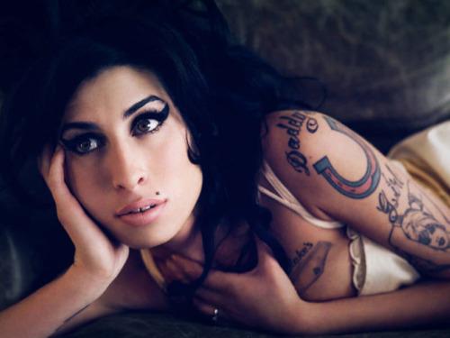 telos A. Winehouse: Η ραγδαία άνοδος, η τραγική πτώση και ο αναμενόμενος θάνατος!