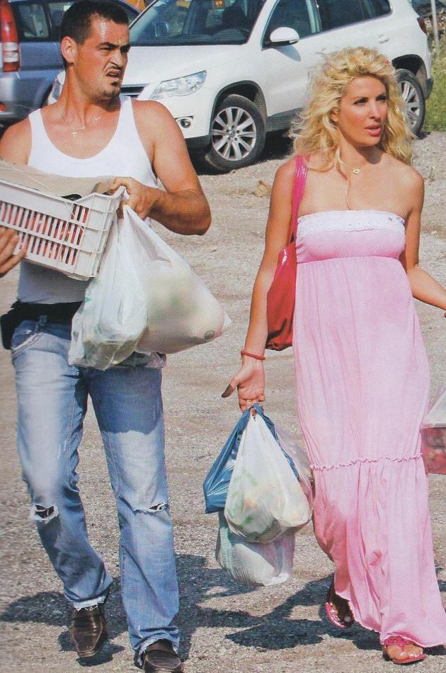 """... φαρδύ ροζ φόρεμα και είπε  """"Με ρωτάτε πού βρίσκω τα φορεματάκια που  είναι λίγο φαρδουλά και ριχτά γιατί άλλες είστε έγκυες και τα θέλετε 400b05b51c3"""
