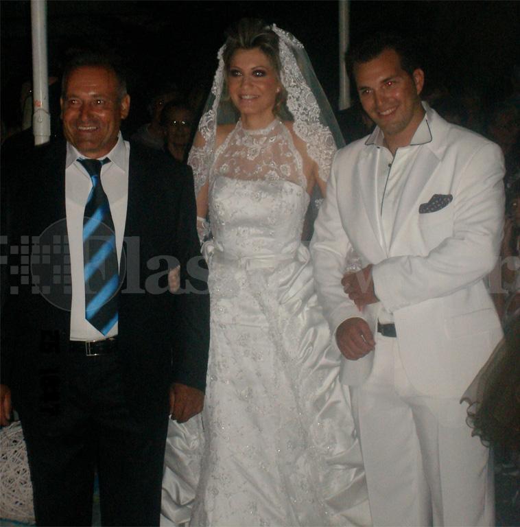 Σύμφωνα με το flashnews, η νύφη που έλαμπε
