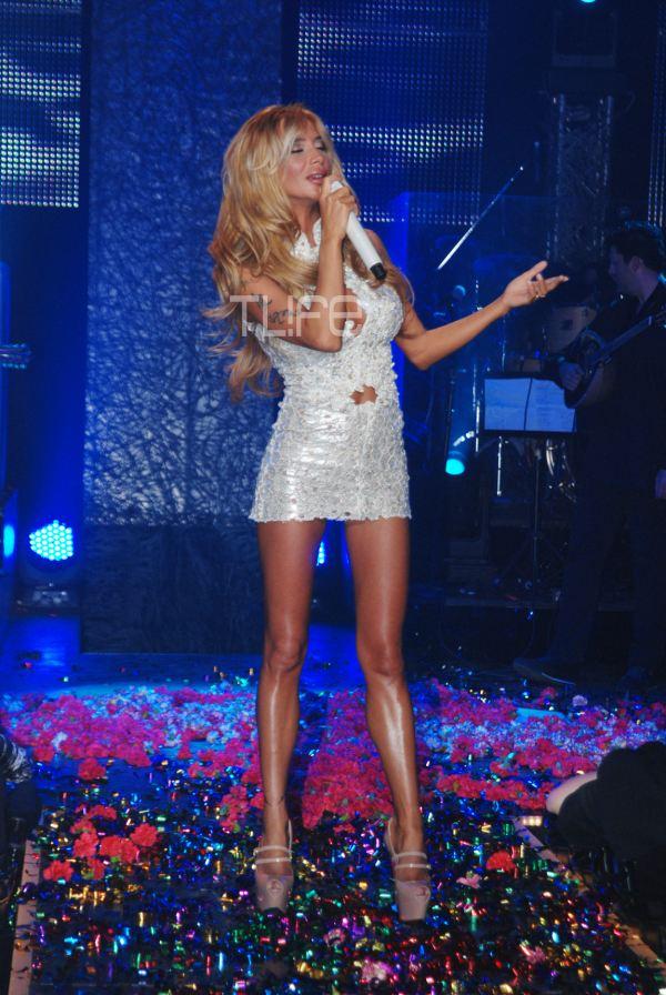 paola44 ΔΕΙΤΕ: Η σέξυ εμφάνιση της Πάολα στη σκηνή!