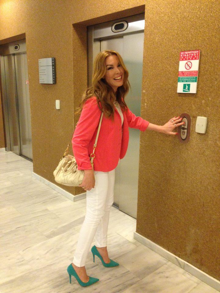 644d756487c Βρήκαμε τα ΠΑΠΟΥΤΣΙΑ που φοράνε οι Ελληνίδες celebrities! (PHOTOS ...