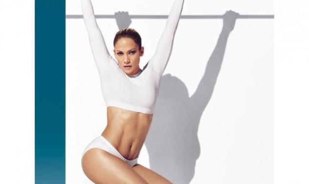 Η 45χρονη Jennifer Lopez μας δείχνει τους καταπληκτικούς κοιλιακούς της