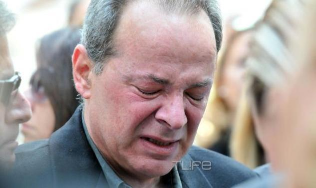 Ο ανείπωτος πόνος του συζύγου της Αλεξίας Αλεξιάδη στην κηδεία