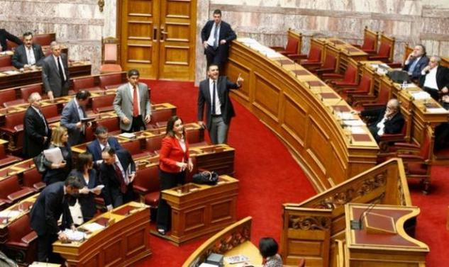 VIDEO   Χαμός στη Βουλή! Μόνο ξύλο που δεν έπαιξαν! Ντόρα: Σιωπή εσείς κυρία μου!