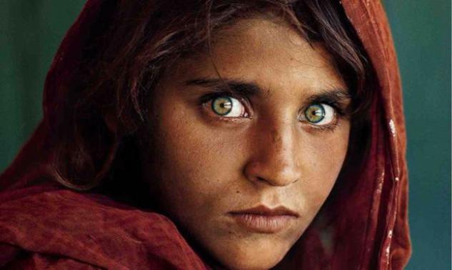 Δες πως είναι σήμερα το κορίτσι με τα πιο διάσημα μάτια του κόσμου!