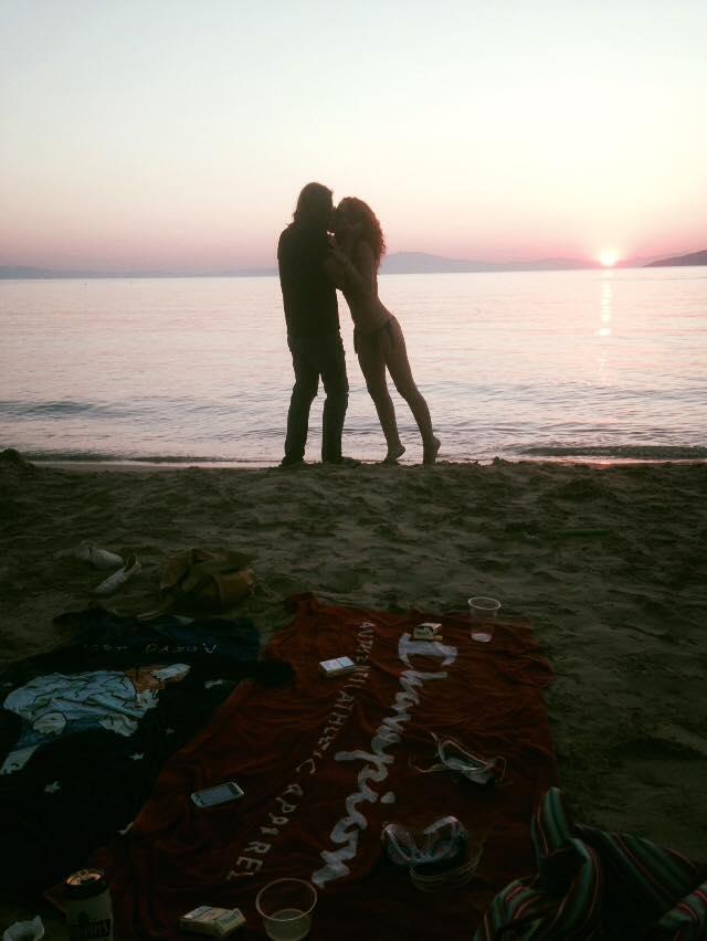 Δημήτρης Κοργιαλάς: Φιλιά με την νέα του σύντροφο, μετά το διαζύγιο με την Ευρυδίκη!