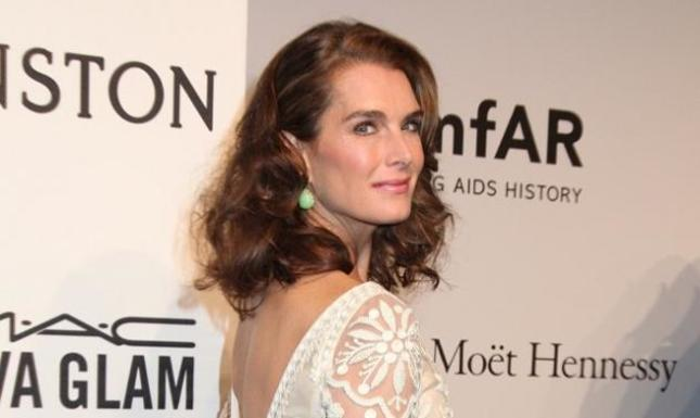 H Brooke Shields έγινε 50 χρονών και παραμένει κούκλα! Δες την εντυπωσιακή τούρτα της!