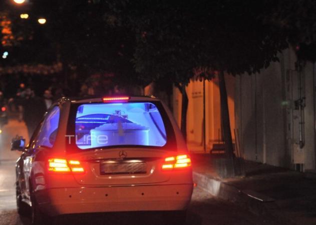 Κηδεία Παντελή Παντελίδη: Έφτασε σε λευκό φέρετρο η σορός του τραγουδιστή στο σπίτι - Δραματικές στιγμές για την οικογένεια - Video