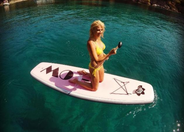 Φαίη Σκορδά: Συνεχίζει τις διακοπές και τα θαλάσσια σπορ!