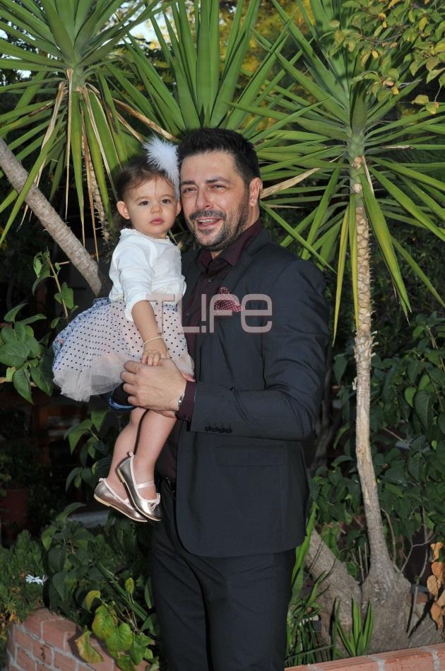 6ef3c2ca70fd Γιώργος Χειμωνέτος  Βάφτισε την κόρη του! Φωτογραφίες - TLIFE