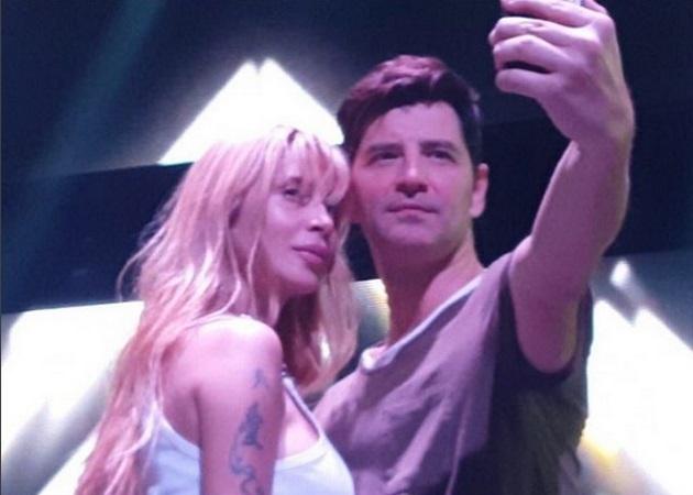 Σάκης Ρουβάς: Κάνει χορευτικές φιγούρες με την Πάολα! Βίντεο