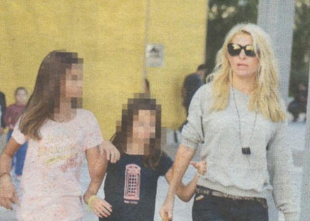 Ελένη Μενεγάκη: Βόλτα για ψώνια με τις κόρες της!