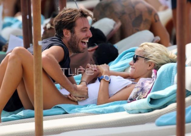 Δούκισσα Νομικού - Δημήτρης Θεοδωρίδης: Πιο ερωτευμένοι από ποτέ στην παραλία!