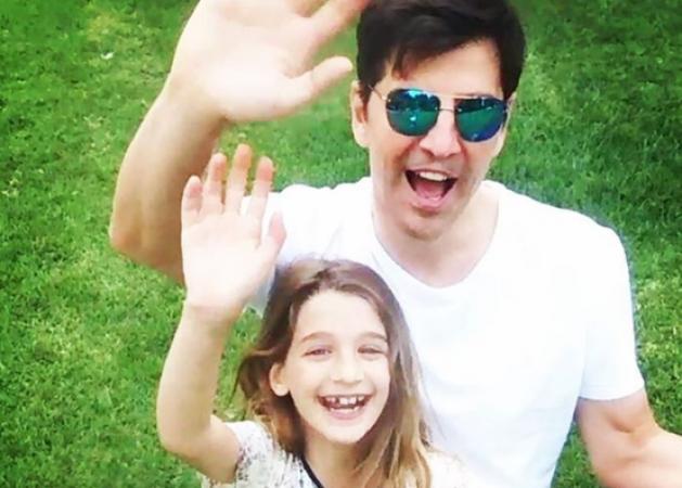 Σάκης Ρουβάς: Πήγε τα παιδιά του σχολείο! Δες το βίντεο με τις ευχές του!