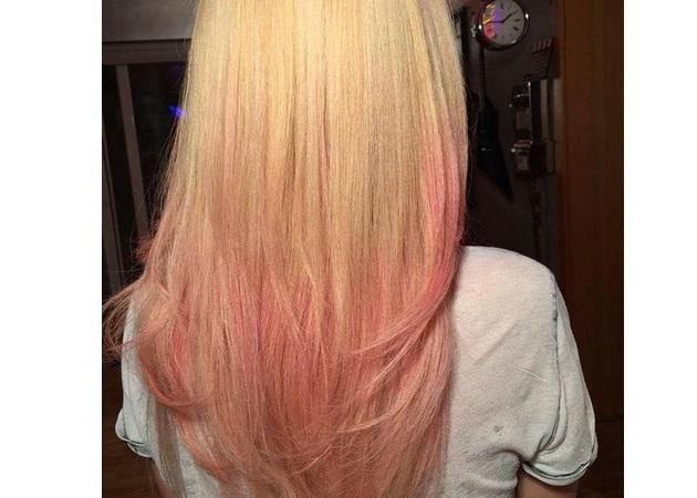 Ποια διάσημη Ελληνίδα έβαψε τα μαλλιά της ροζ!