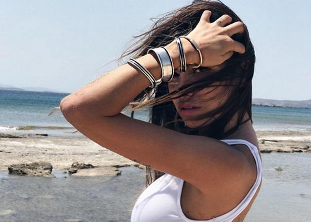 Όλγα Φαρμάκη: Περνά το καλοκαίρι της στη Σαντορίνη μετά τον χωρισμό της από τον Δημήτρη Αλεξάνδρου