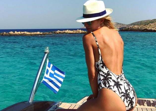 Ευαγγελία Αραβανή: Αποχαιρετά το καλοκαίρι ερωτευμένη και με σέξι πόζα