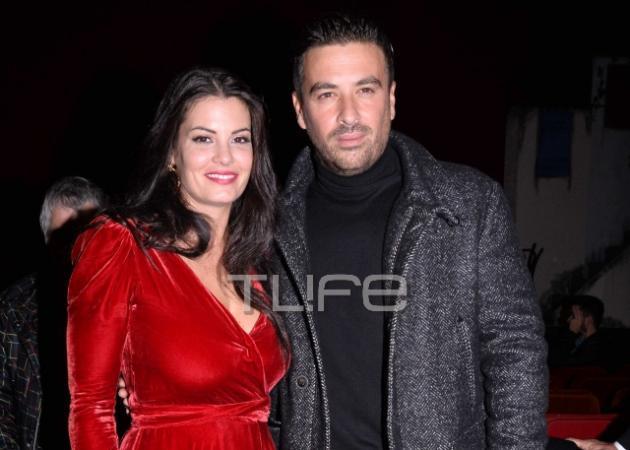 """""""Φωτιά στα κόκκινα"""" η Μαρία Κορινθίου στην επίσημη πρεμιέρα της στο θέατρο! [pics]"""