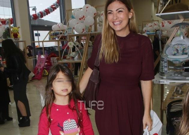 Δέσποινα Καμπούρη: Για ψώνια με την μεγάλη της κόρη [pics]