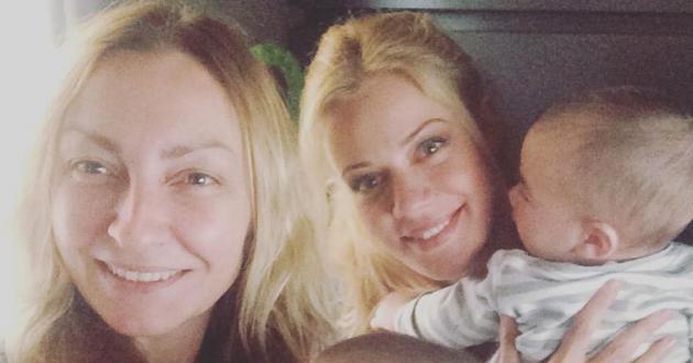Zέτα Μακρυπούλια: Παίζει με τα δίδυμα της Ρούλας Ρέβη στο παιδικό δωμάτιο! [pic]