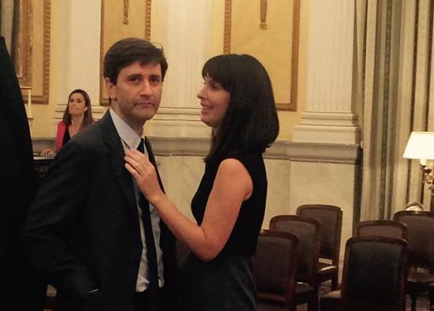 Γεννητούρια στη Βουλή! Έγκυος πρώην συνεργάτιδα του Πρωθυπουργού με υπουργό της κυβέρνησης!