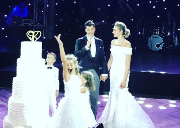 Σάκης Ρουβάς - Κάτια Ζυγούλη: Χορός και τραγούδι ως το πρωί στη γαμήλια δεξίωση! [pics,vids]