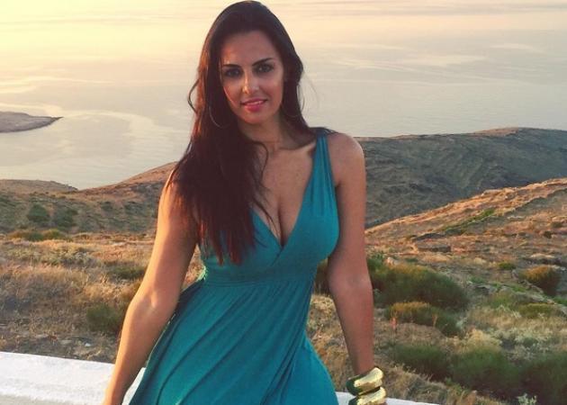 Όλγα Λαφαζάνη: Ξέγνοιαστες στιγμές στη Σέριφο με την κόρη της!