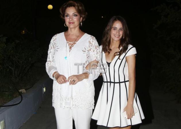 Τόλης Βοσκόπουλος: Η πανέμορφη κόρη του και η Άντζελα Γκερέκου στην μεγάλη του συναυλία στην Νίκαια! [pics]