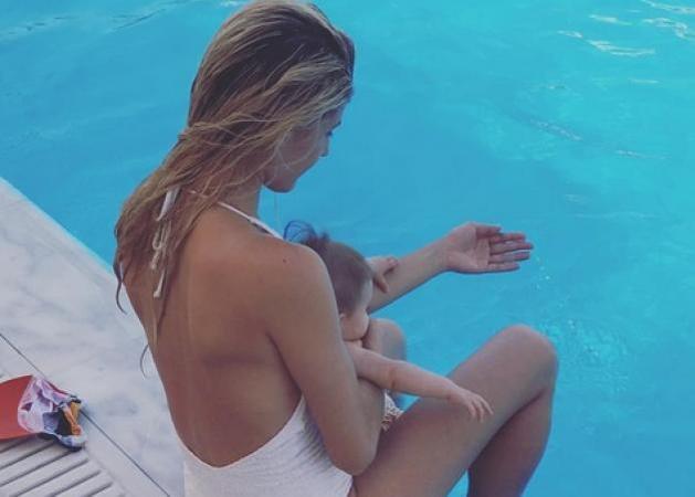 Όλγα Πηλιάκη: Το ατελείωτο παιχνίδι με τα παιδιά της στον Βόλο και η μικροσκοπική πισίνα που μπήκαν όλοι μαζί!