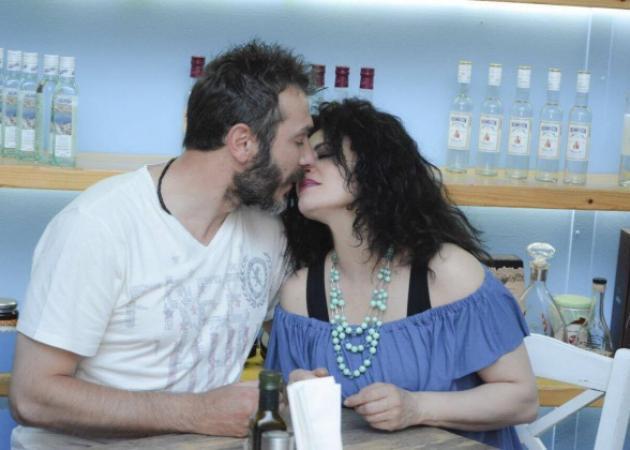 Τάνια Τρύπη - Πάνος Οικονόμου: Full in love! Tα καυτά φιλιά τους σε βραδινή έξοδο! [pics]