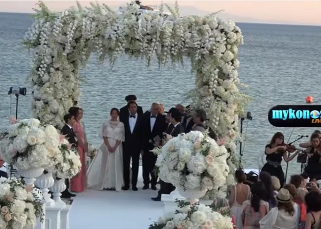 Παραμυθένιος γάμος με αέρα και απρόοπτα στη Μύκονο! [vid]