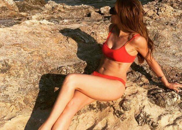 Δέσποινα Βανδή: Με σέξι μαγιό παρά την κακοκαιρία [pic]