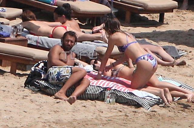 marakakis7 - Γιάννης Μαρακάκης - Νίκη Θωμοπούλου: Love and married στην παραλία!
