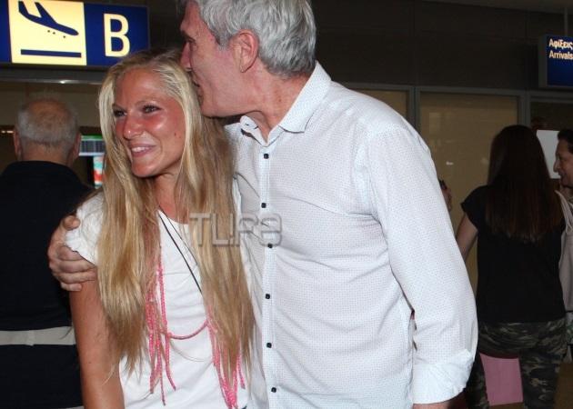 Σάρα Εσκενάζυ: Επέστρεψε από τον Άγιο Δομίνικο - Την υποδέχτηκε στο αεροδρόμιο η οικογένειά της!