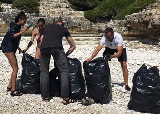 Σάλος με τα σκουπίδια που μάζεψε η οικογένεια του Will Smith στους Αντίπαξους - Τι απαντά ο Δήμαρχος