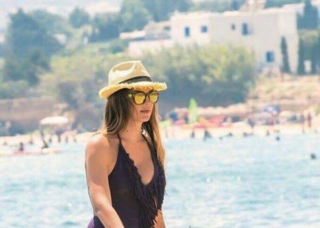 Σταματίνα Τσιμτσιλή: Στην παραλία με τις κόρες της!