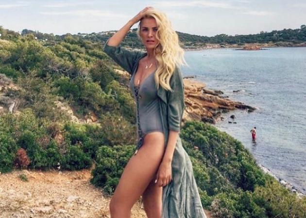 Κατερίνα Καινούργιου: Οι ξένοιαστες στιγμές στην παραλία και ο τρόπος που διατηρεί την σιλουέτα της!