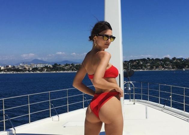 Emily Ratajkowski: Ετοιμάζεται για το φεστιβάλ Καννών και ποζάρει topless!